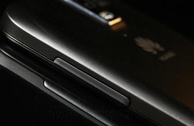 В начале декабря будет официально представлен YotaPhone 2