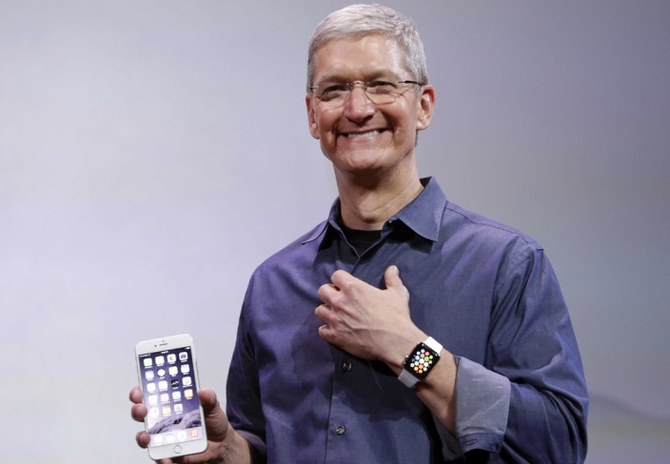 tim-cook-apple-watch (1)