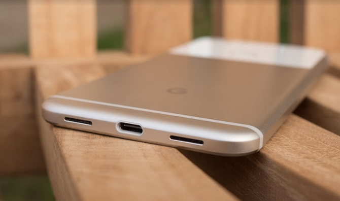Вице-президент Google подтвердил выход телефона  Pixel 2 в 2017г.